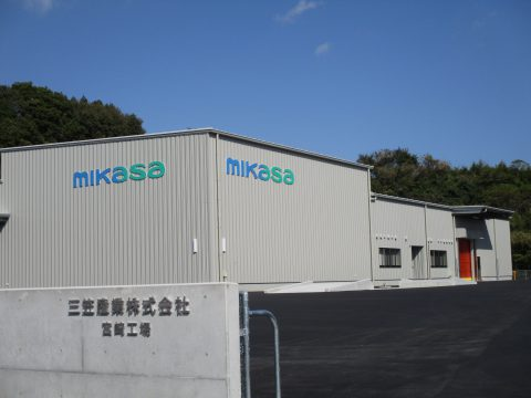 建設中の宮崎工場(西都市)